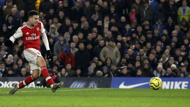 Arsenal's Gabriel Martinelli scores his side's opening goal during the English Premier League soccer match between Chelsea and Arsenal at Stamford Bridge Stadium in London, Tuesday, Jan. 21, 2020. (AP Photo/Matt Dunham)