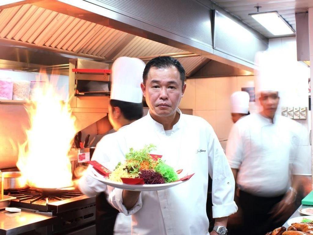 Rayakan Imlek dengan  Yu Sheng dan Bebek Panggang di Restoran Ini