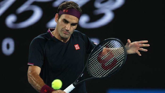 MELBOURNE, AUSTRALIA - JANUARY 22: Roger Federer of Switzerland plays a backhand during his Mens Singles second round match against Filip Krajinovic of Serbia on day three of the 2020 Australian Open at Melbourne Park on January 22, 2020 in Melbourne, Australia. (Photo by Clive Brunskill/Getty Images)