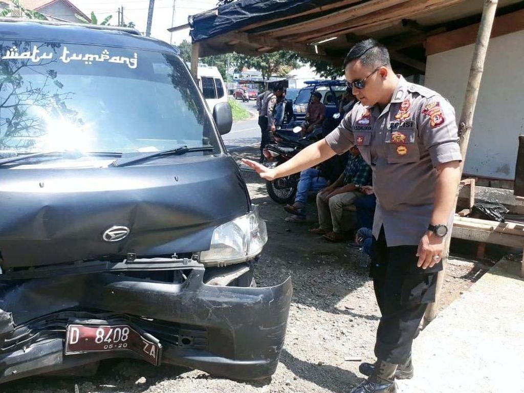 Mobil Rombongan Pengawal Wagub Jabar Kecelakaan di Garut