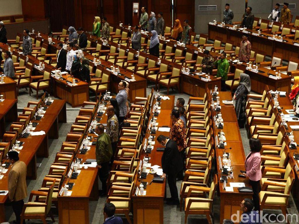 Saat Paripurna, Anggota DPR Ingatkan Waspada Penumpang Gelap Omnibus Law