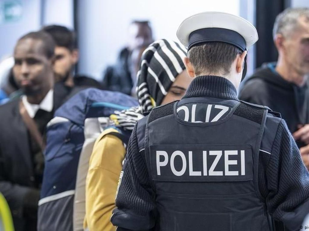 Pasukan Khusus Cokok Ekstremis Kanan Anti-Muslim, Termasuk Polisi Jerman