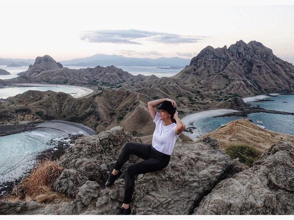 Intip Keseruan 7 Artis Indonesia Liburan ke Labuan Bajo