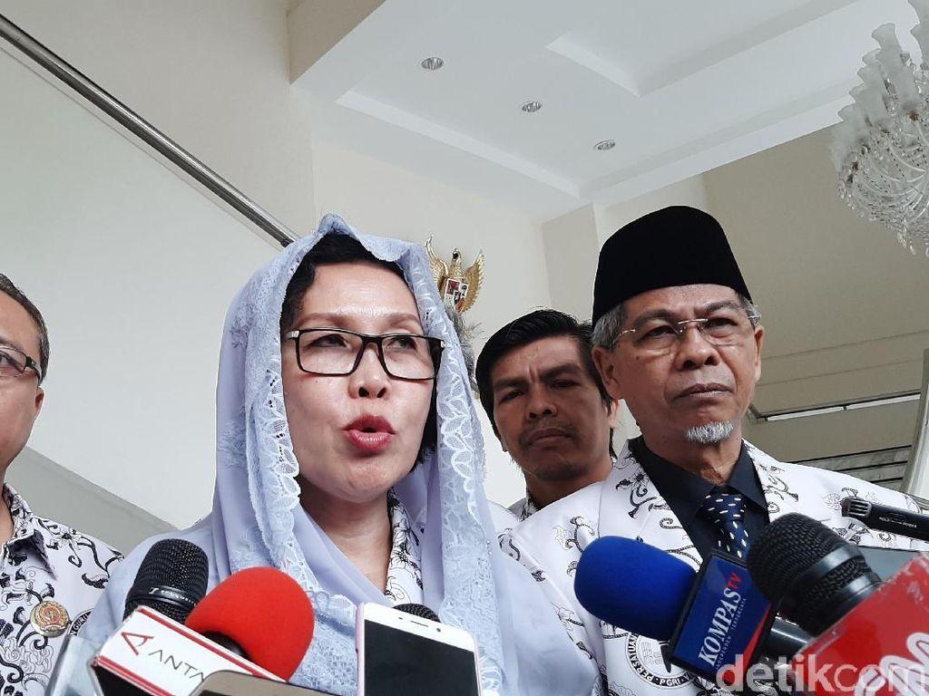 Ketua PGRI Ngaku Tak Merasa Efek Apa Pun Usai Divaksin Perdana