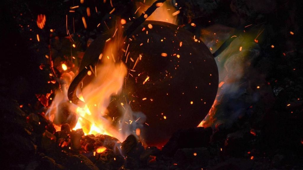 Melihat Produksi Gamelan Bah Omo yang Legendaris dari Cimahi