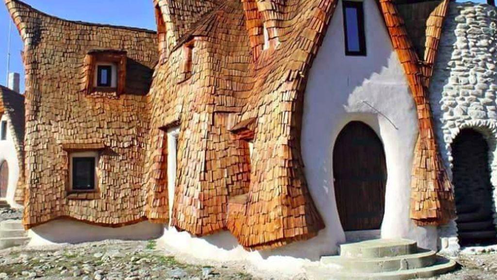 Potret Kastil di Rumania yang Bangunannya 100% dari Bahan Organik