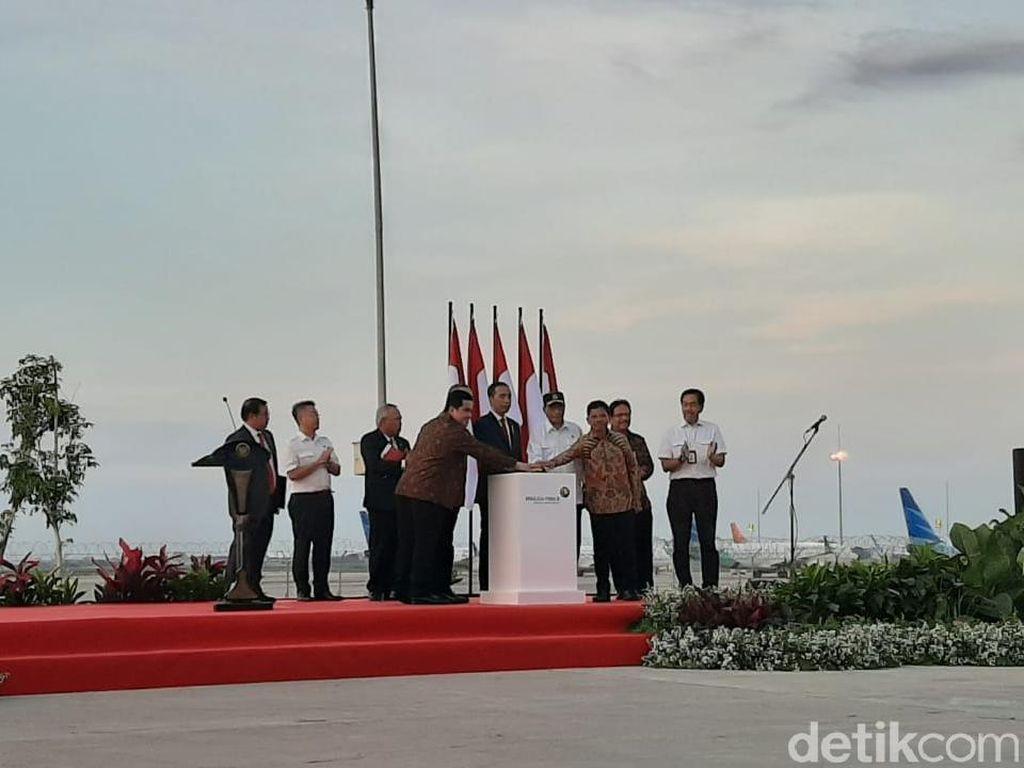 Tekan Sirene, Jokowi Resmikan Runway 3 Bandara Soetta