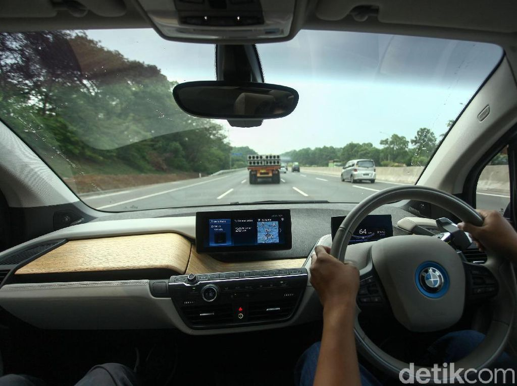 Ototest BMW i3s: Sensasi Berkendara Mobil Mungil Tanpa Asap