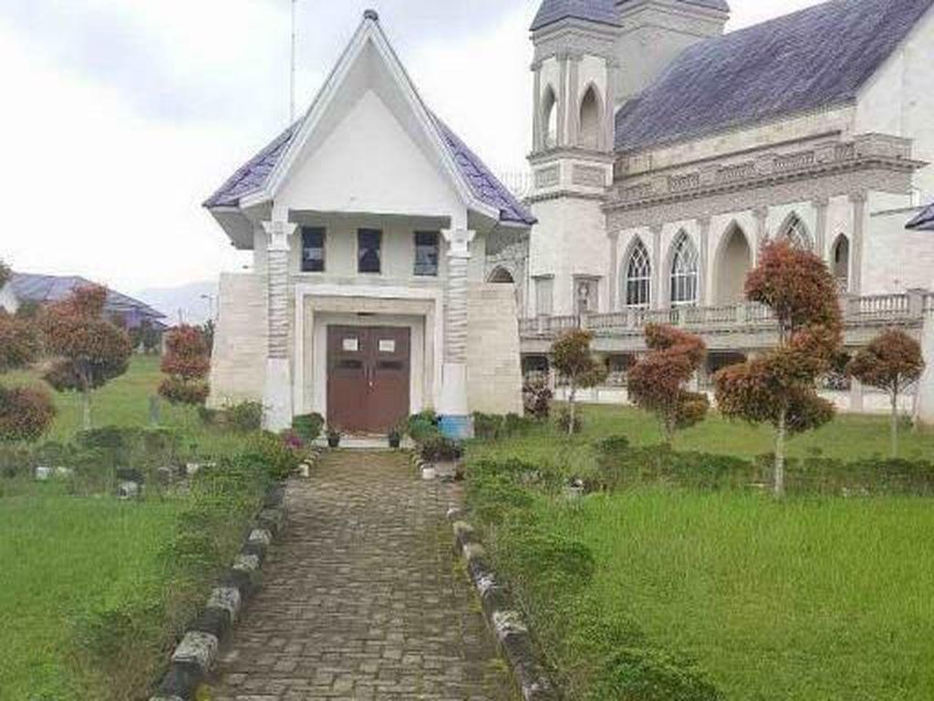 Wisata Religi ke Rumah Doa Bukit Gibeon