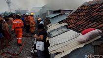 Tiga Rumah Semi Permanen di Surabaya Terbakar