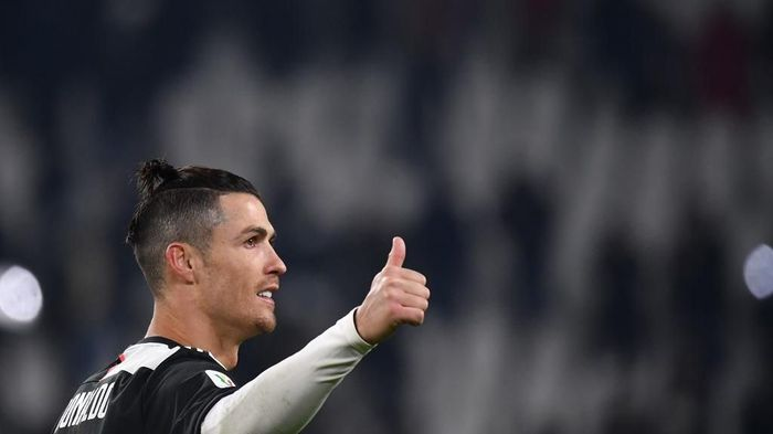 Juventus Portuguese forward Cristiano Ronaldo acknowledges the public at the end of the Italian Cup (Coppa Italia) round of 8 football match Juventus vs AS Roma on January 22, 2020 at the Juventus stadium in Turin. (Photo by Marco Bertorello / AFP)