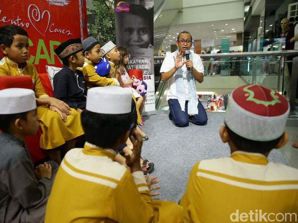 Serunya Anak-anak Panti Asuhan Mendengarkan Dongeng