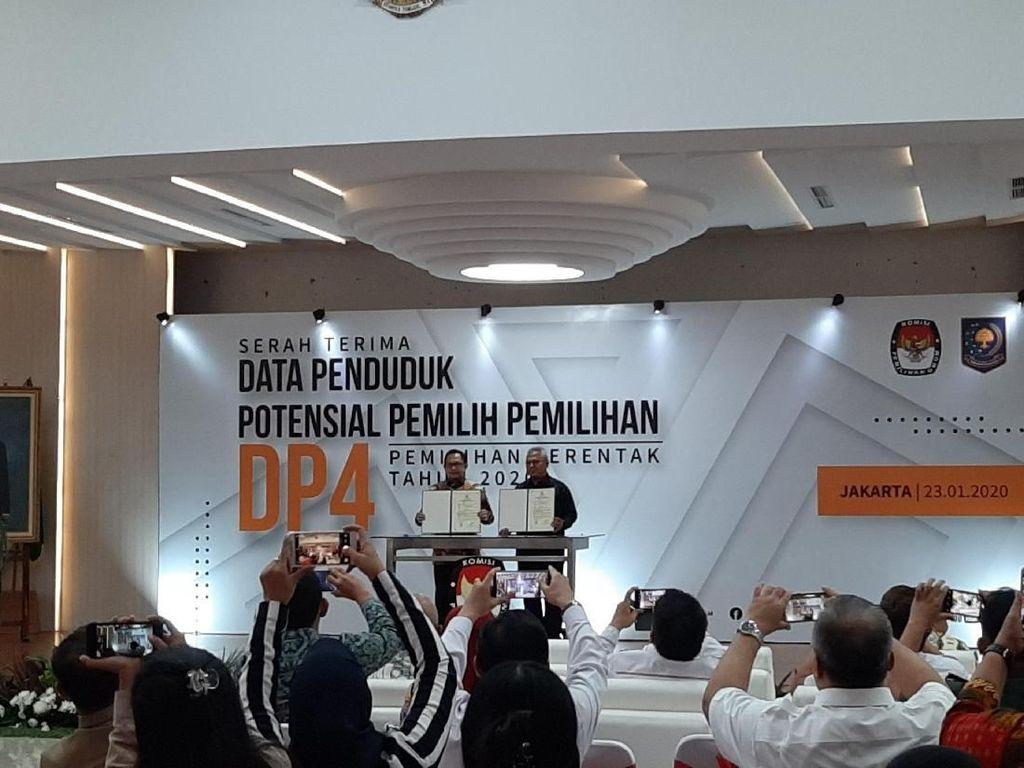 Mendagri Serahkan DP4 ke KPU, Jumlahnya 105 Juta Data Penduduk