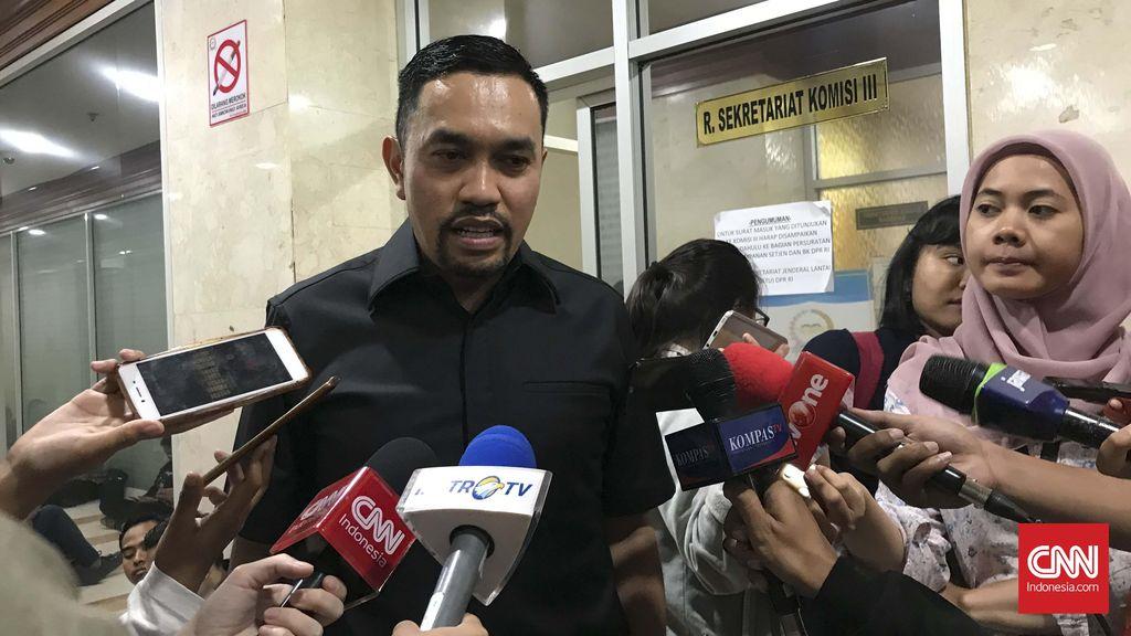 Anggota Komisi III DPR RI Ahmad Sahroni saat ditemui di Kompleks Parlemen, Senayan, Jakarta pada Kamis (23/1).