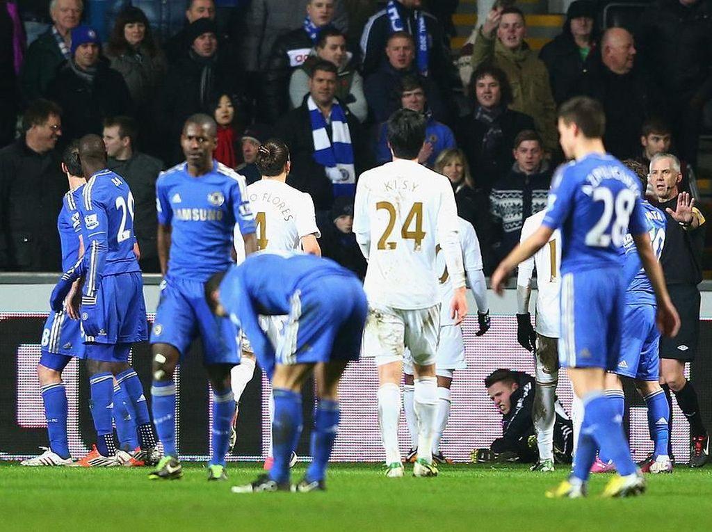 Tujuh Tahun yang Lalu, Hazard Tendang Ball Boy Swansea