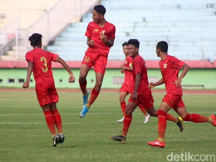 Timnas Indonesia U-16 memetik kemenangan 5-1 atas PSBK Blitar U-17 di laga uji coba. Duel itu menjadi persiapan Garuda Muda menatap Piala AFF 2020.