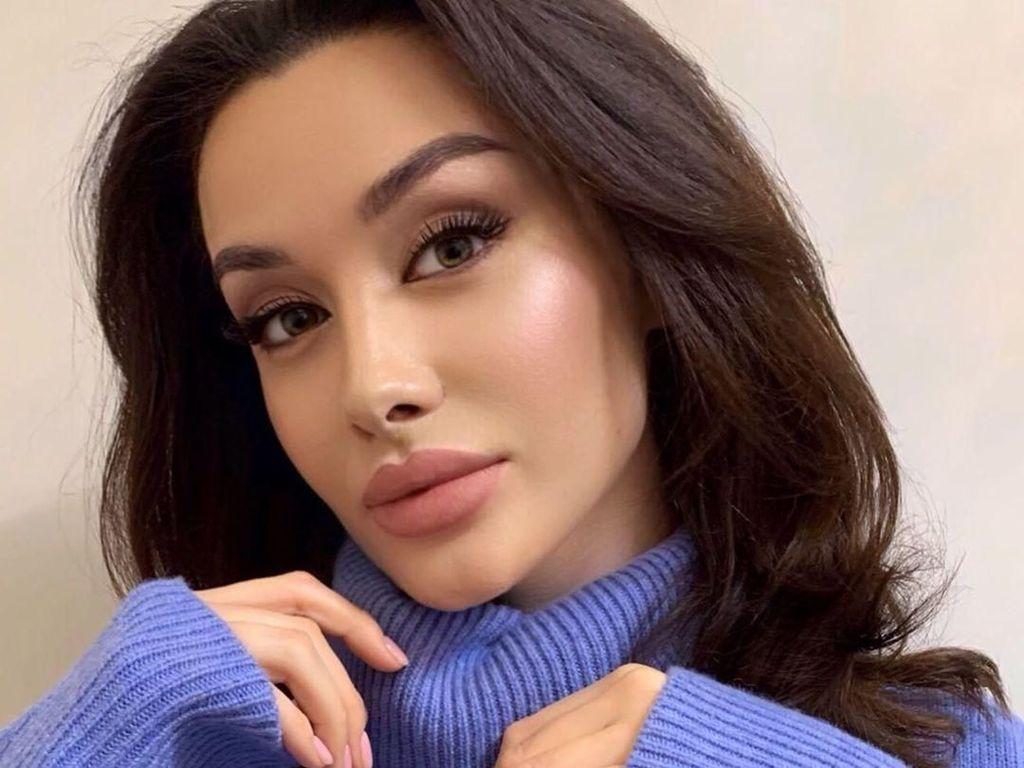 Foto: Ini Alina, Model Cantik yang Tak Suka Disebut Mirip Angelina Jolie