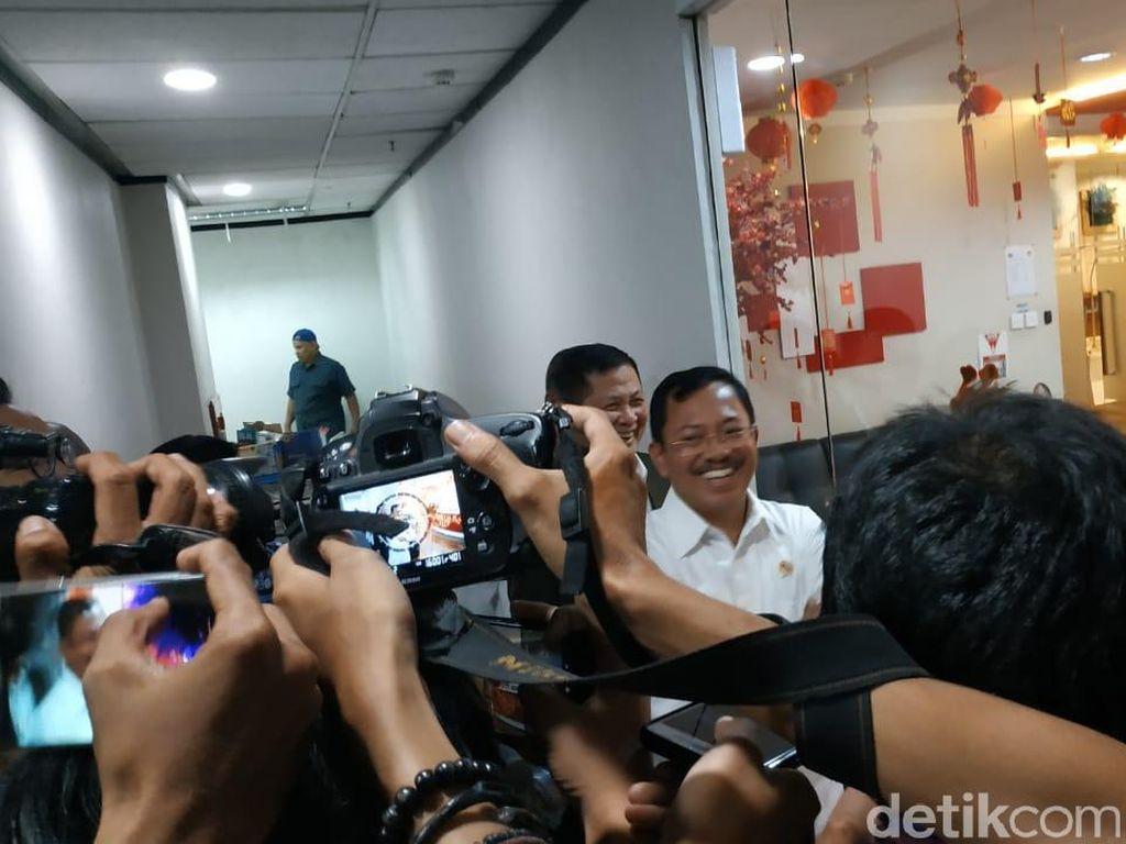 Datangi Kantor Huawei, MenkesTerawan: Kalian Ngapain Pakai Masker?