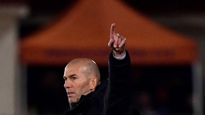 Real Madrids French coach Zinedine Zidane gestures during the Copa del Rey (Kings Cup) football match between Unionistas de Salamanca CF and Real Madrid CF at Las Pistas del Helmantico stadium in Salamanca, on January 22, 2020. (Photo by JAVIER SORIANO / AFP)