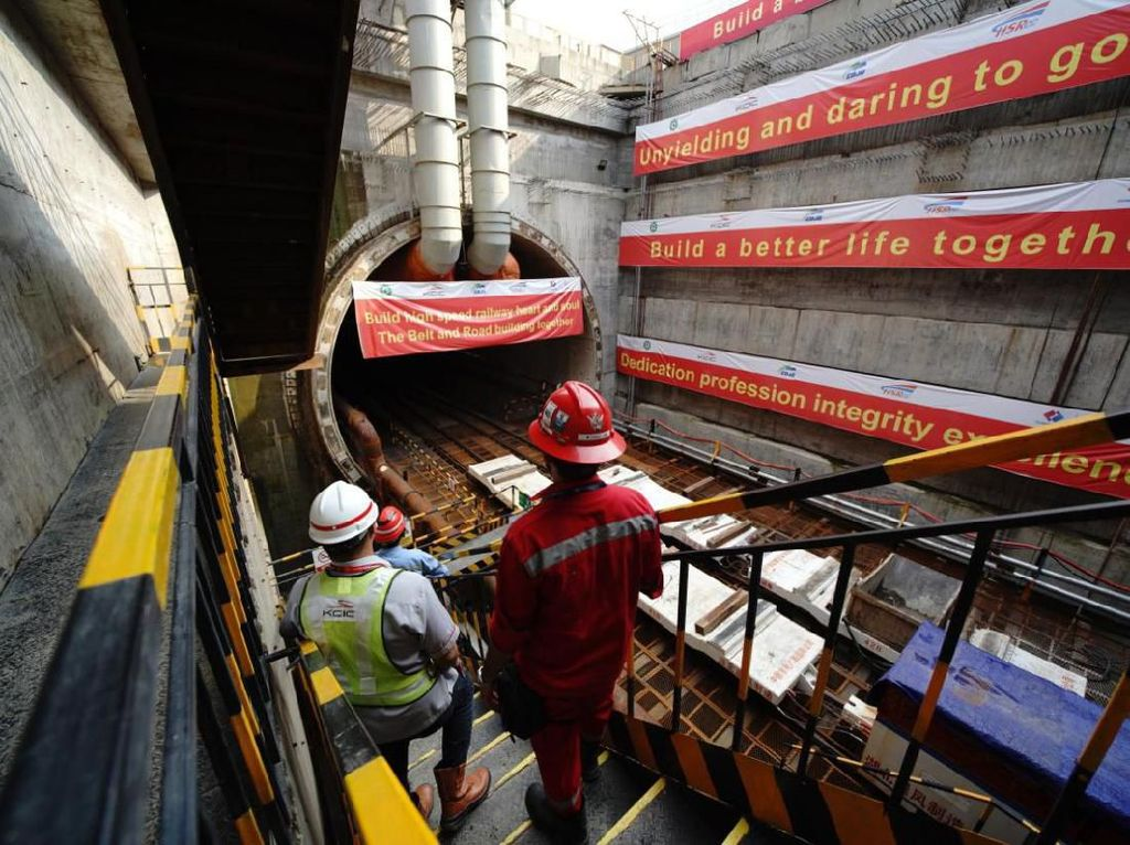 300 Pekerja Proyek Kereta Cepat Asal China Dilarang Balik ke RI