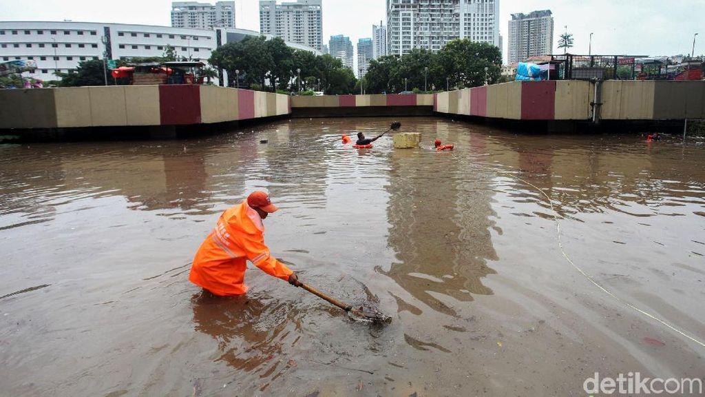 Begini Tingginya Air yang Rendam Underpass Kemayoran