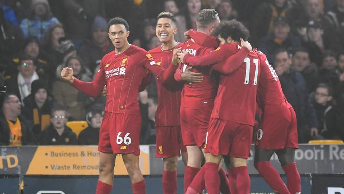 WOLVERHAMPTON, ENGLAND - JANUARY 23:  Jordan Henderson of Liverpool celebrates with team-mates after scoring the opening goal during the Premier League match between Wolverhampton Wanderers and Liverpool FC at Molineux on January 23, 2020 in Wolverhampton, United Kingdom. (Photo by Michael Regan/Getty Images)