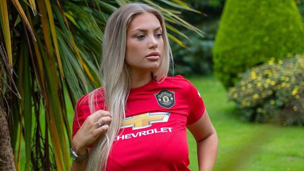 Foto: Liburannya Model Seksi Fans Berat Manchester United