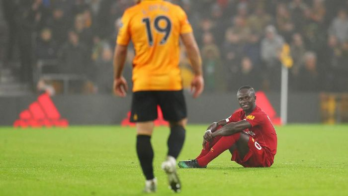 WOLVERHAMPTON, ENGLAND - JANUARY 23:  Sadio Mane of Liverpool sits on the turf before being substituted during the Premier League match between Wolverhampton Wanderers and Liverpool FC at Molineux on January 23, 2020 in Wolverhampton, United Kingdom. (Photo by Catherine Ivill/Getty Images)