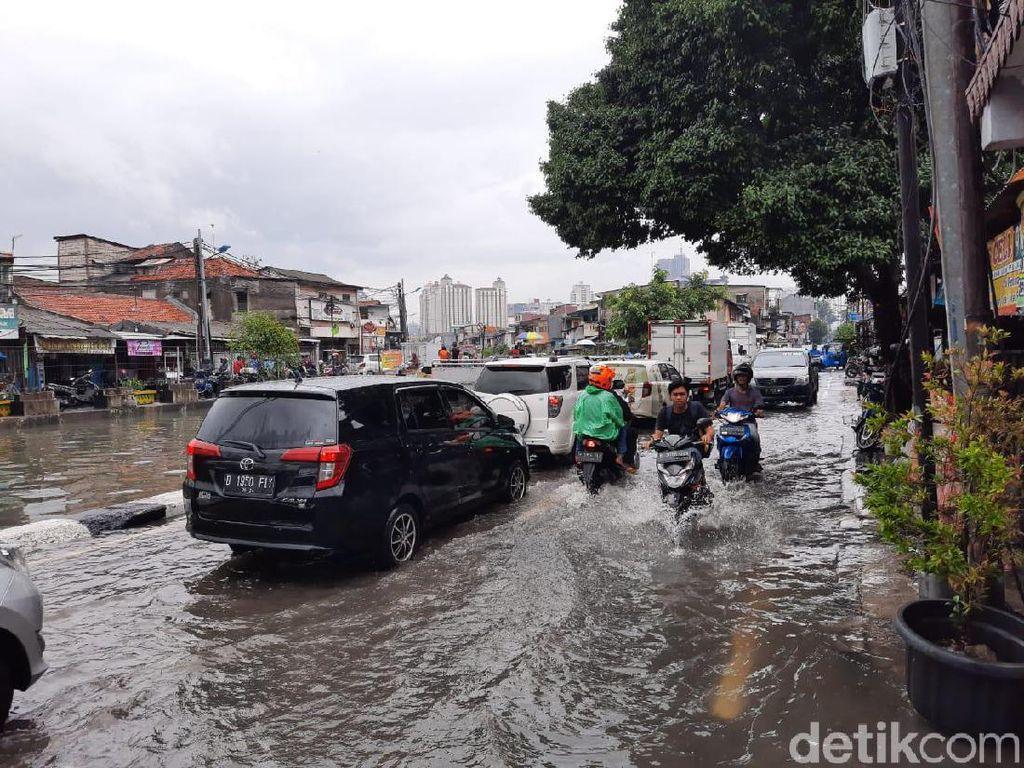 Video Gangguan Lalin Usai Hujan Deras, Daan Mogot hingga Tangerang