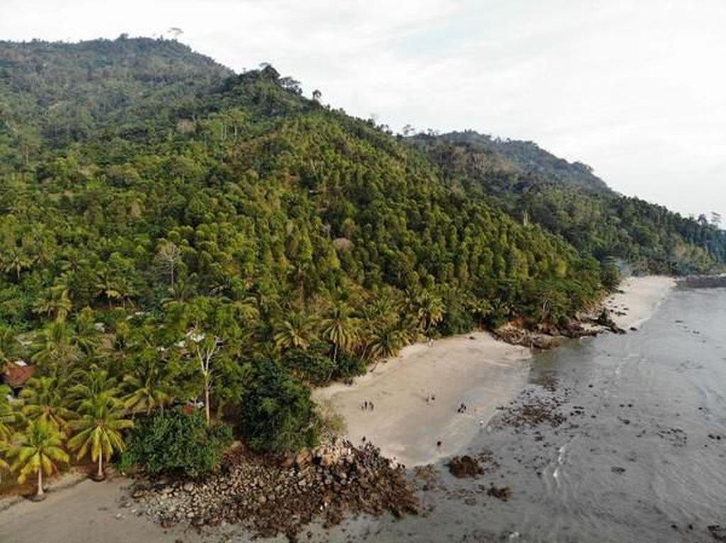 Pantai Mutiara Trenggalek Memang Secantik Namanya