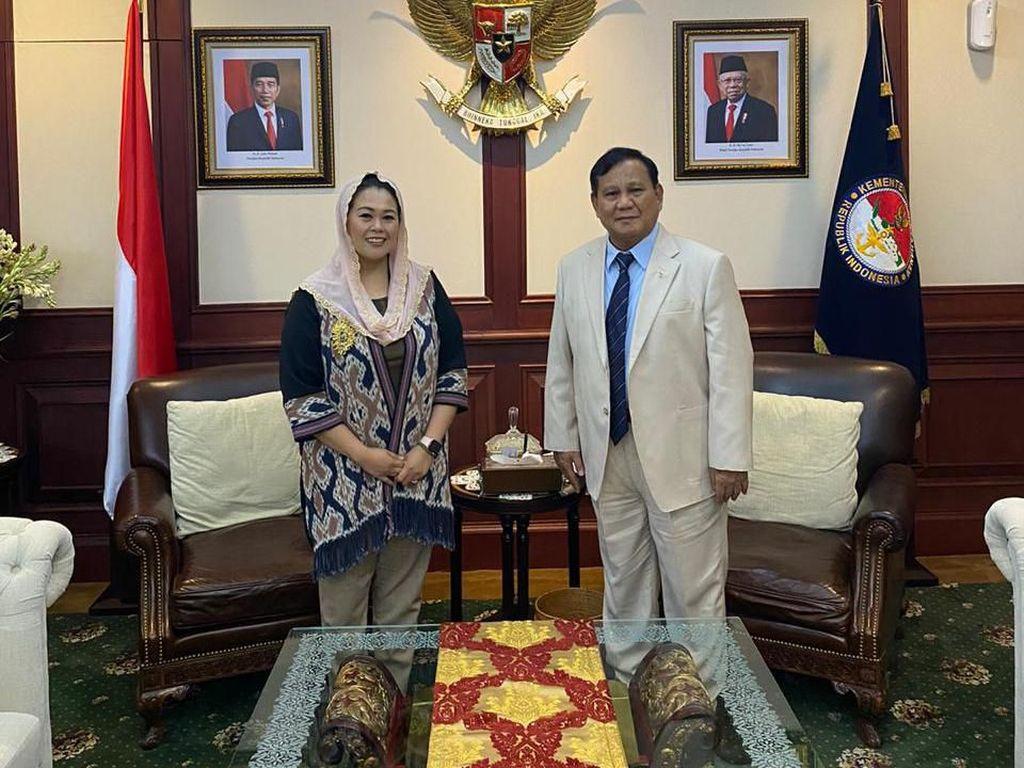 Yenny Wahid Dampingi Prabowo Temui Menhan Malaysia