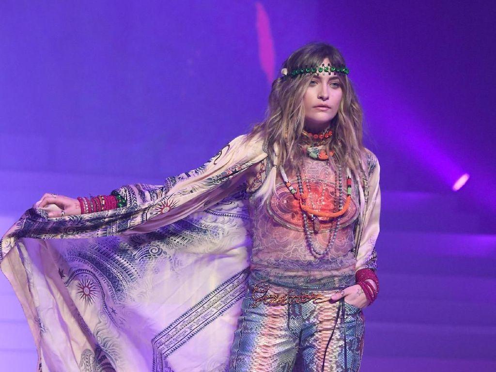 Foto: Debut Putri Michael Jackson Jadi Model di Paris Fashion Week