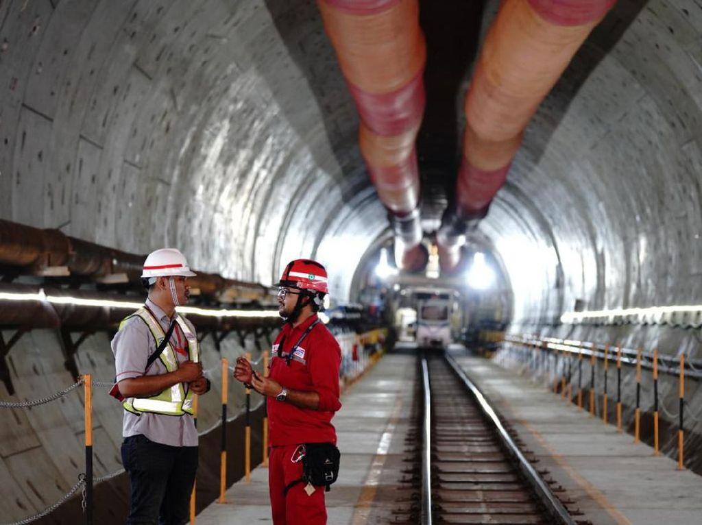300 TKA China Liburan Imlek, Kereta Cepat JKT-BDG Jalan Terus