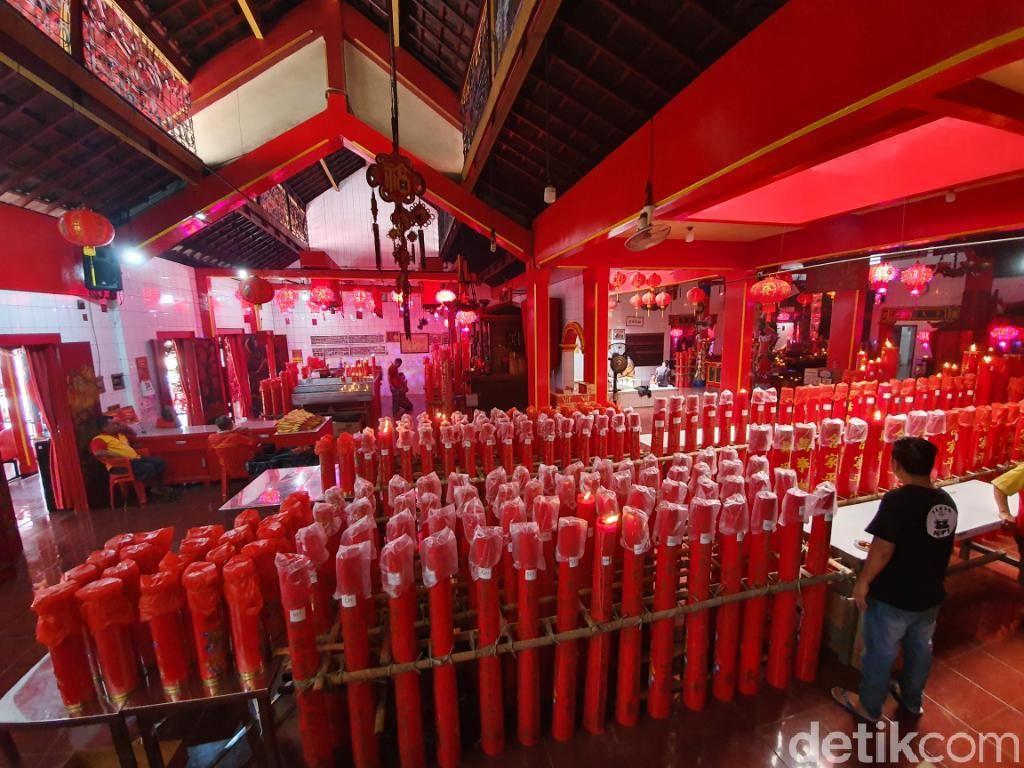 Kelenteng Tertua di Bekasi Bersolek Jelang Perayaan Imlek