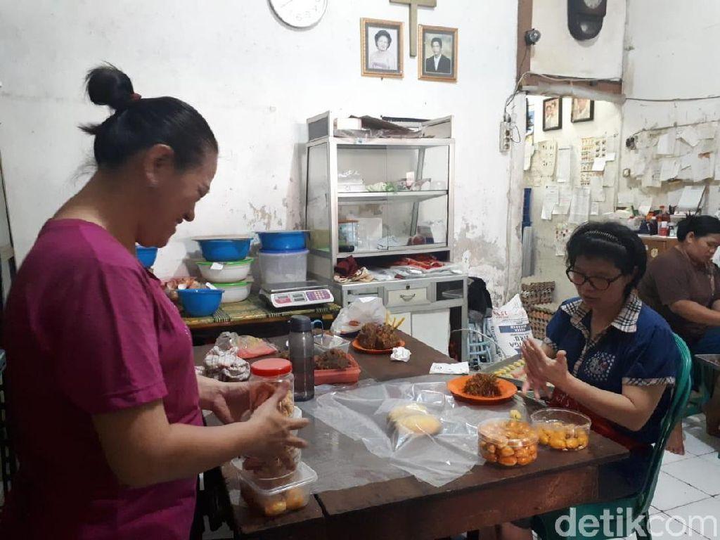 Saat Imlek, Lapis Legit Berkat di Tangerang Bisa Produksi 200 Loyang