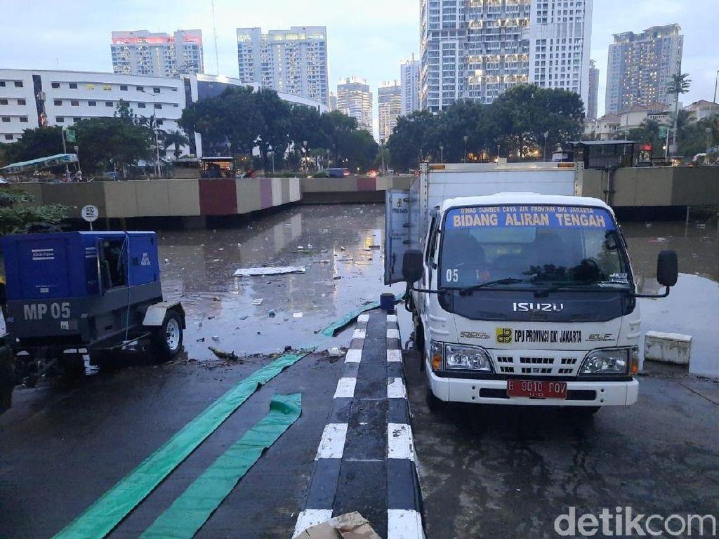 Sudin SDA Jakpus Kerahkan 2 Pompa Mobile Sedot Banjir Underpass Kemayoran