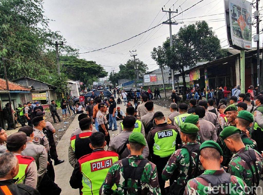 Belasan Jam Sukabumi Mencekam dan Jalan Lumpuh Gegara Bentrok Ormas