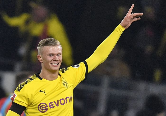 Dortmunds Erling Haaland celebrates after scoring during the German Bundesliga soccer match between Borussia Dortmund and 1. FC Cologne in Dortmund, Germany, Friday, Jan. 24, 2020. Dortmund defeated Cologne with 5-1, Haaland scored twice. (AP Photo/Martin Meissner)