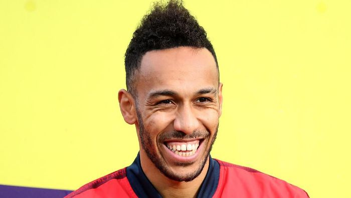 LONDON, ENGLAND - JANUARY 11: Pierre-Emerick Aubameyang of Arsenal looks on during the Premier League match between Crystal Palace and Arsenal FC at Selhurst Park on January 11, 2020 in London, United Kingdom. (Photo by Alex Pantling/Getty Images)