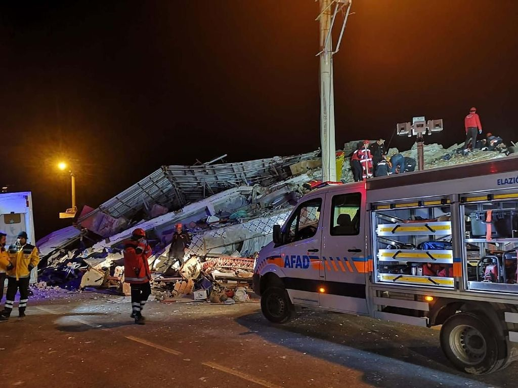 Uni Eropa dan NATO Siap Bantu Turki Usai Gempa M 7