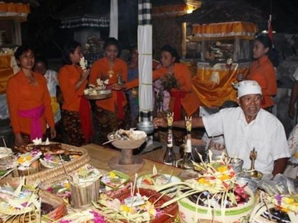 Mengenal Piodalan, Satu dari Sekian Ritual Adat Orang Bali