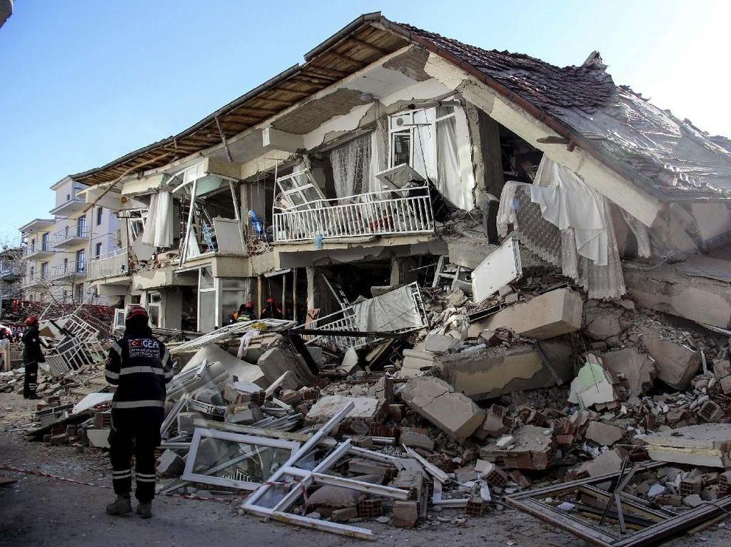 Korban Tewas Gempa M 7 Turki Jadi 19 Orang, 700 Lainnya Luka-luka