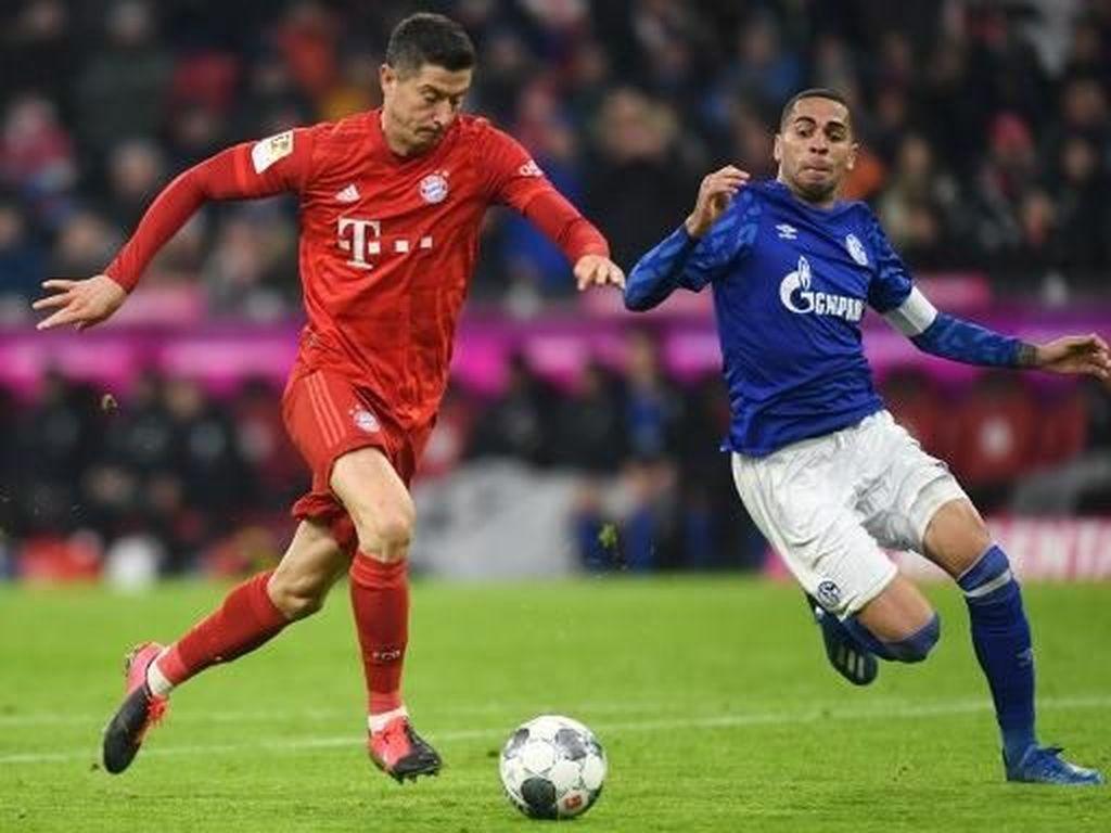 Bantai Schalke 5-0, Bayern Dekati Leipzig di Puncak Klasemen