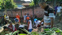 Warga Ponorogo Perbaiki Tanggul Jebol Agar Banjir 2019 Tak Terulang