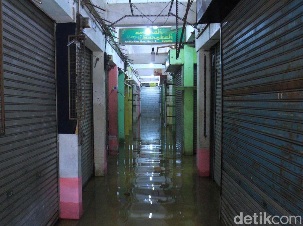 Banjir Kabupaten Bandung, Toko dan Pasar Tradisional Tutup