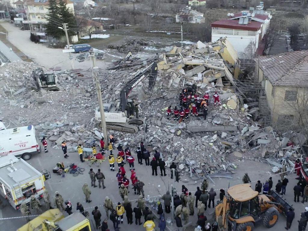 Korban Jiwa Gempa Turki Bertambah Jadi 24 Orang, 804 Luka-luka