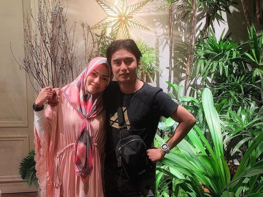 Regina Istri Charly Gandeng Puput Melati Lanjutkan Tren Lagu Istri Nabi