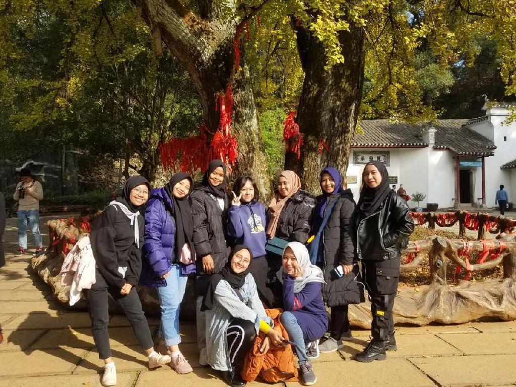 Apa Kabar 12 Mahasiswi Unesa yang Lagi Belajar di Wuhan China?