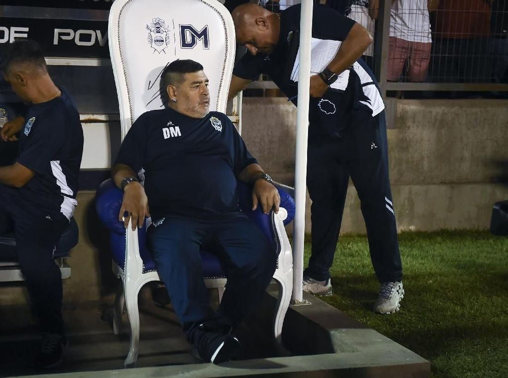 Viral Maradona Diduga Ngobat di Tengah Pertandingan