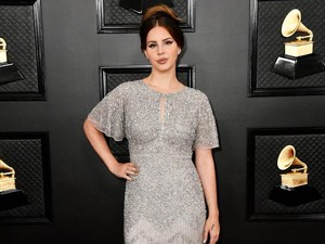 Bukan Nyanyi, Lana Del Rey Baca Puisi di Buku Audio